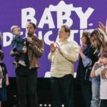 Silvio Santos vai à igreja com a família para consagrar neto a Deus