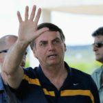 Bolsonaro cumprimenta apoiadores, mas decide não falar com a imprensa