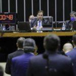 Câmara pode votar projeto que cria auxílio de R$ 500 para informais