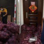 Se a moda pega… Jovem manda mil quilos de cebola para o ex-namorado chorar
