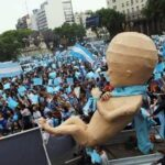 Senado da Argentina aprova na madrugada legalização do aborto