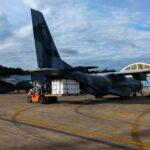 Aviões da FAB iniciam distribuição de vacinas aos estados