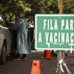 Mais 15,7 mil pessoas foram vacinadas nesta quinta-feira (18)