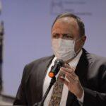 Ministro da Saúde pede a consórcio de vacina atenção ao Brasil