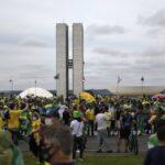 No 1º de Maio, povo vai às ruas em mega manifestação sob o lema: 'Eu autorizo, presidente!'