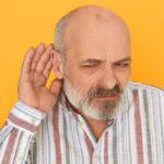 Vacina contra a Covid-19 não causa perda auditiva, alerta especialista