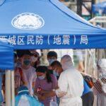 Novo surto de covid-19 na China atinge serviços, viagens e hospedagem