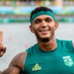 Isaquias Queiroz é ouro na canoagem de velocidade