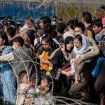 "Caos, socos e desespero ao redor do aeroporto de Cabul: ""É preciso chegar lá como for"""