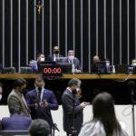 Câmara aprova reforma eleitoral em 2º turno e autoriza volta das coligações