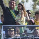 Tricampeão de Fórmula 1 dirige Rolls-Royce presidencial até o palácio